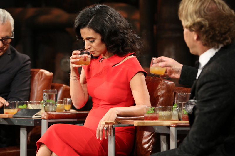 Manjit Minhas makes a deal with Split Tree Cocktail Co. on CBC Dragons' Den